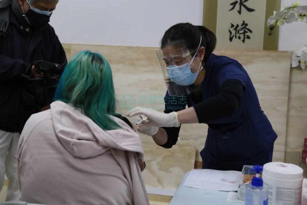 慈濟美國與志工用心幫助居民接種新冠疫苗