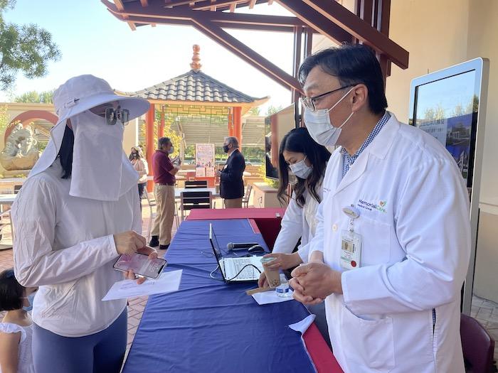 打疫苗 聽講座  爾灣中文疫苗站開幕