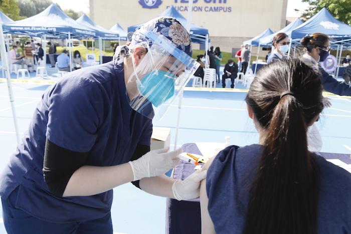新數據顯示:疫苗可以預防近乎所有新冠相關的住院與死亡